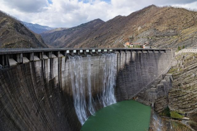 A hydro power dam